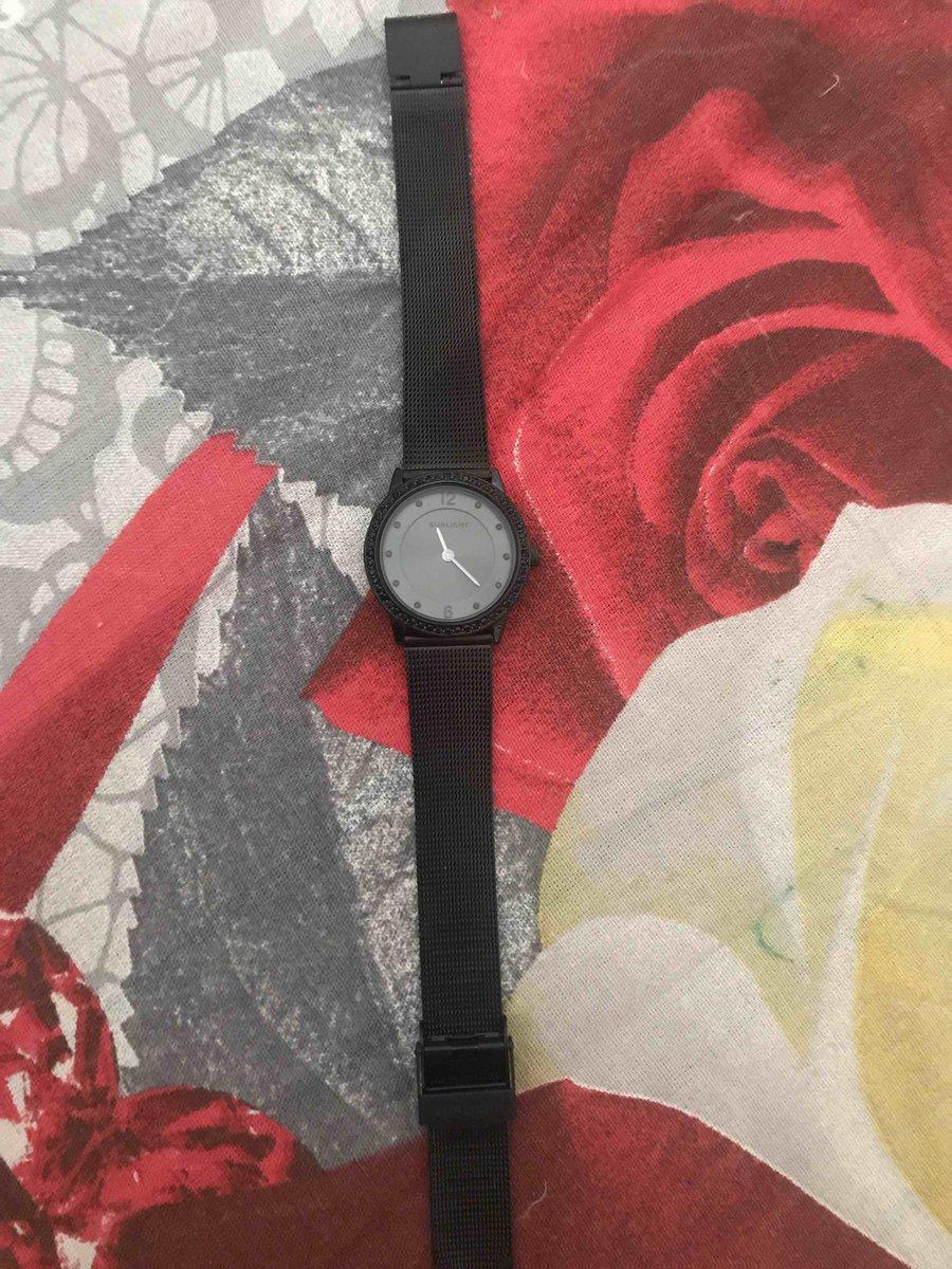 Купила себе часы никак не нарадуюсь.качество💣 очень стильные.
