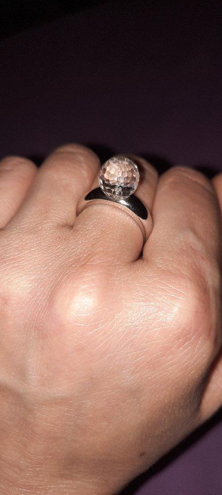 Кольцо с камнем большим.