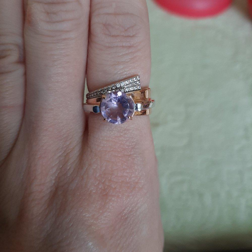 Кольцо подошло,подбирала к серьгам,не много отличается камень по цвету.