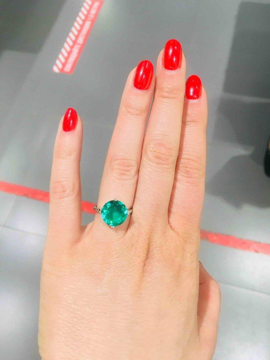Очень красивый цвет камня.