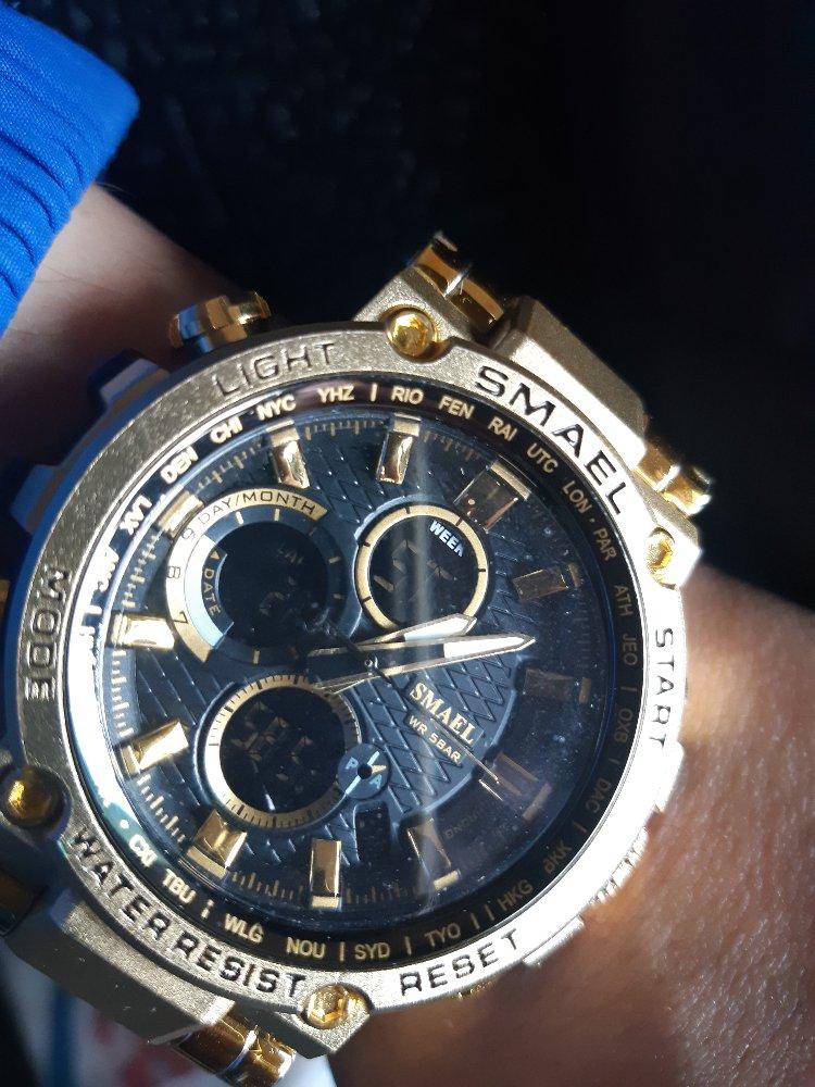 Купил часы золотого цвета