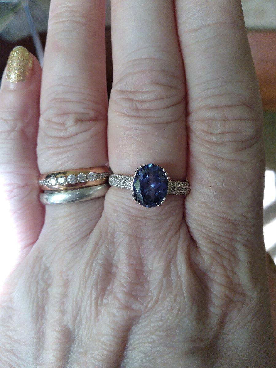 Серебряное кольцо с танзанитом.