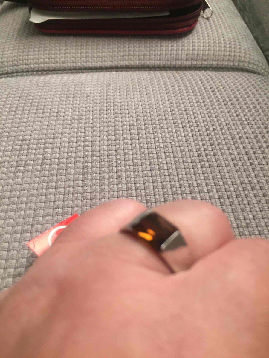Кольцо с коричневым фианитом.