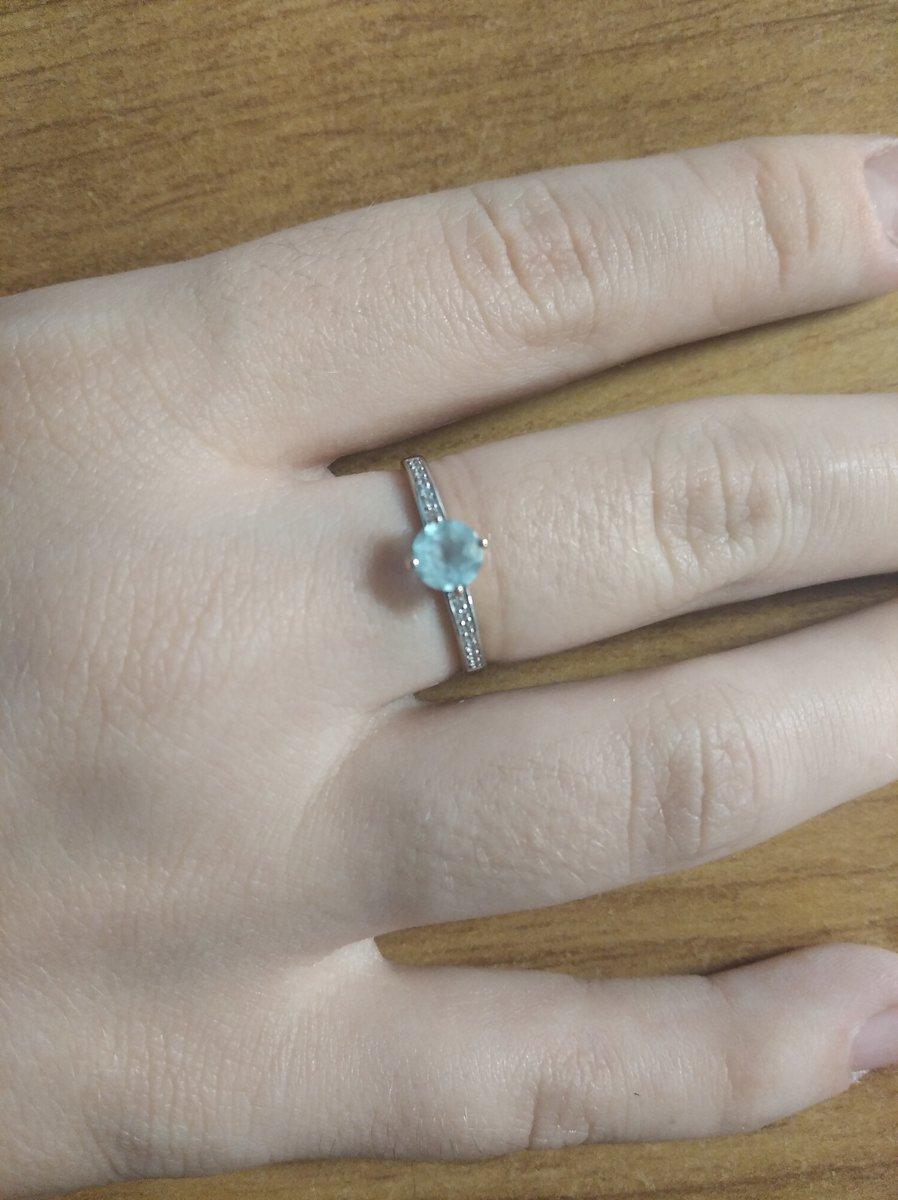 Золотое кольцо с топазами и фианитом.