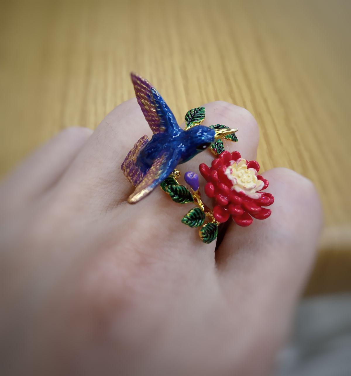 Птичка и цветок
