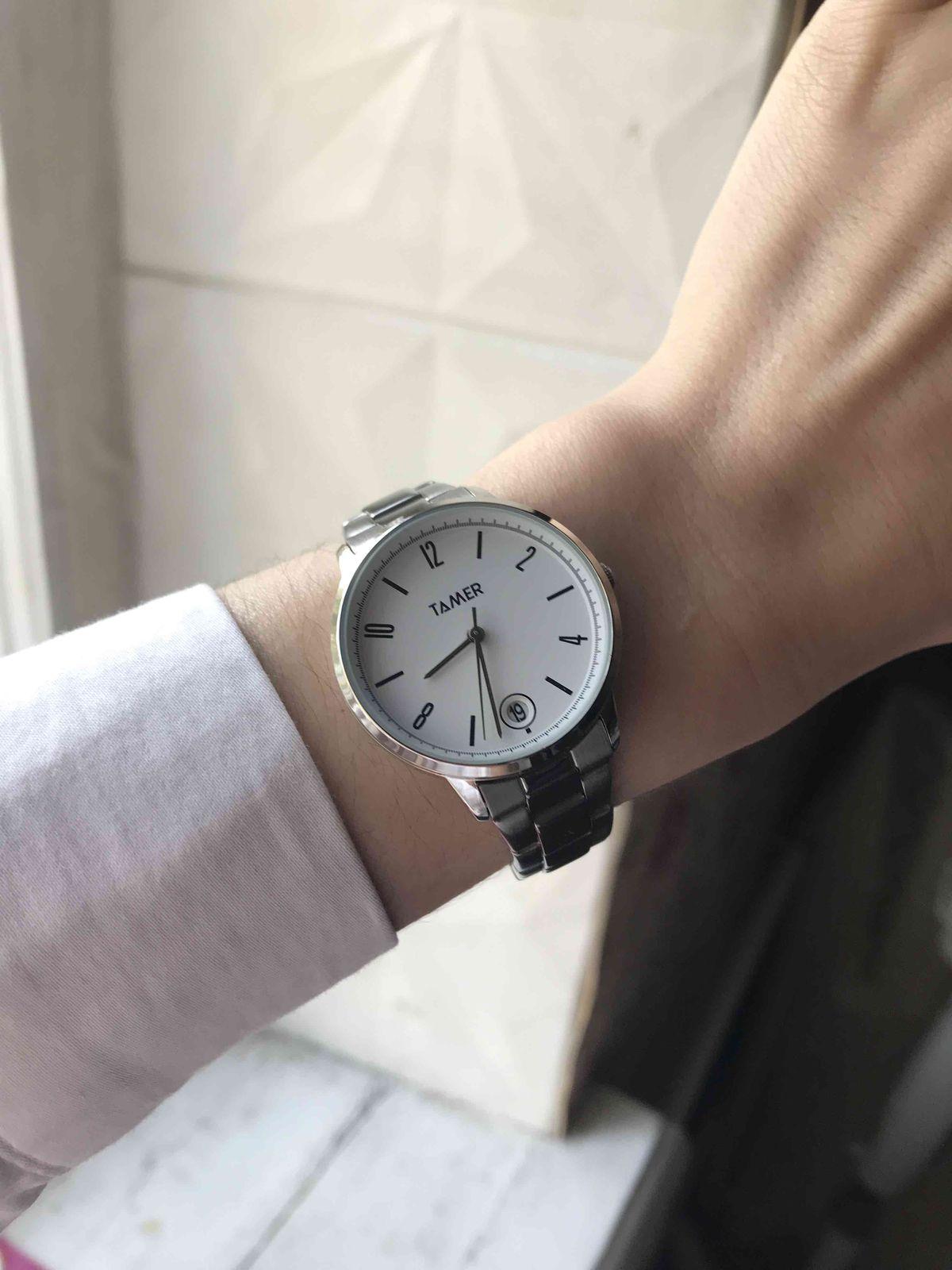 Часы очень милые и красиво смотрятся