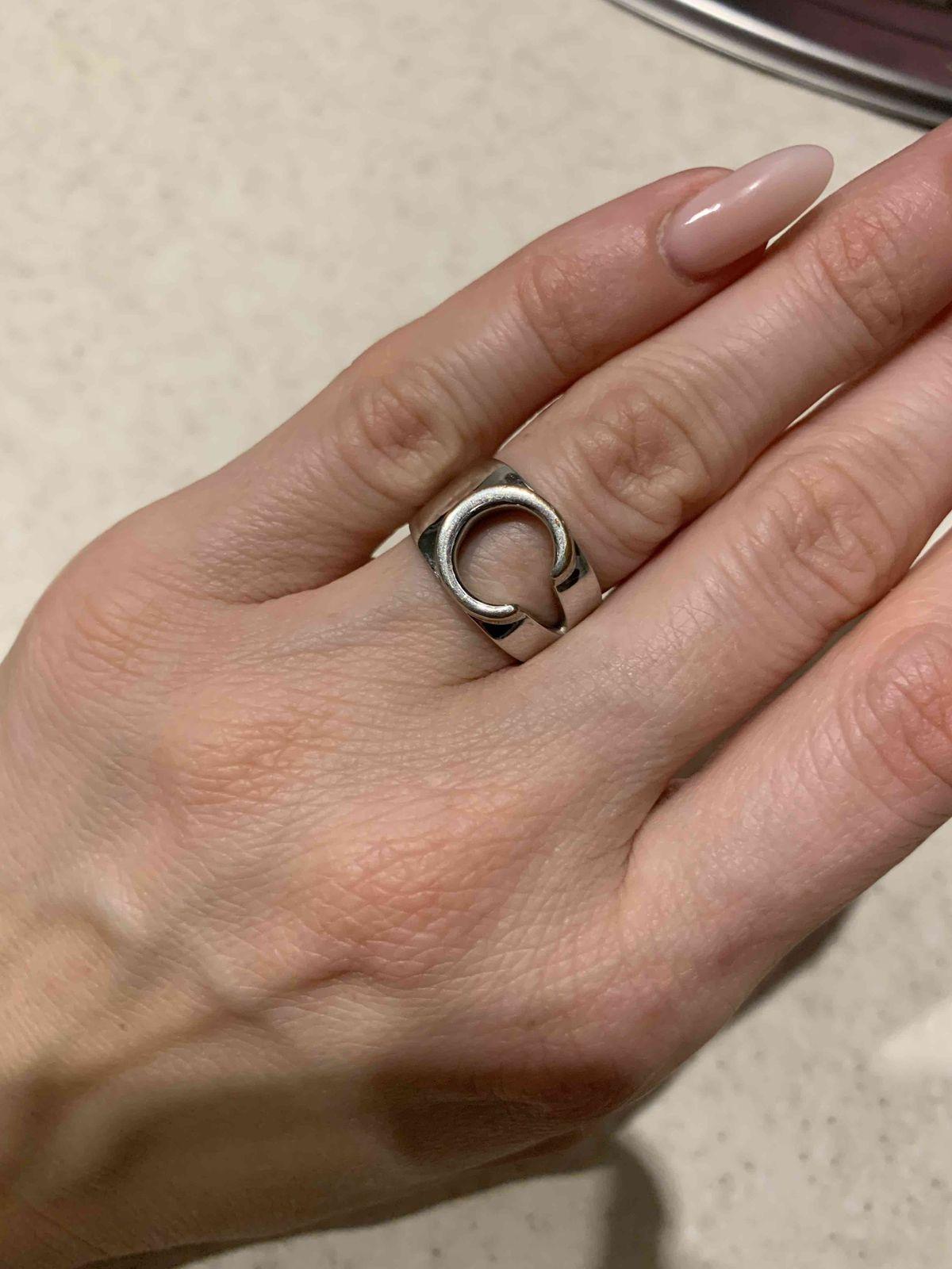 Кольцо супер, но материал не оправдал ожиданий