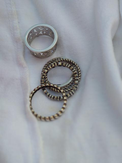 Кольцо рассыпалось на части