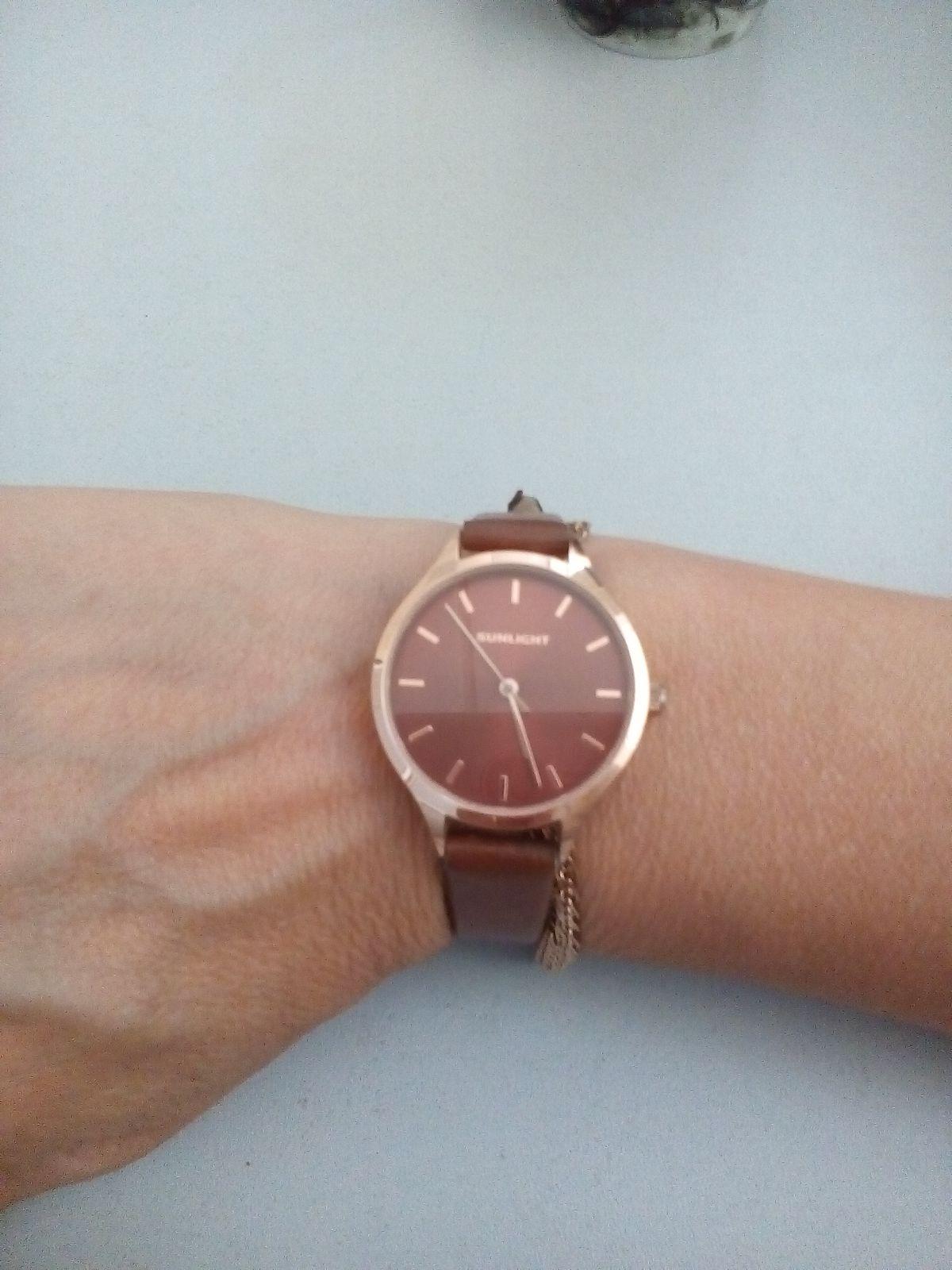Часы с подвеской.Очень красивые часы,мне нравятся. Смотрятся стильно.