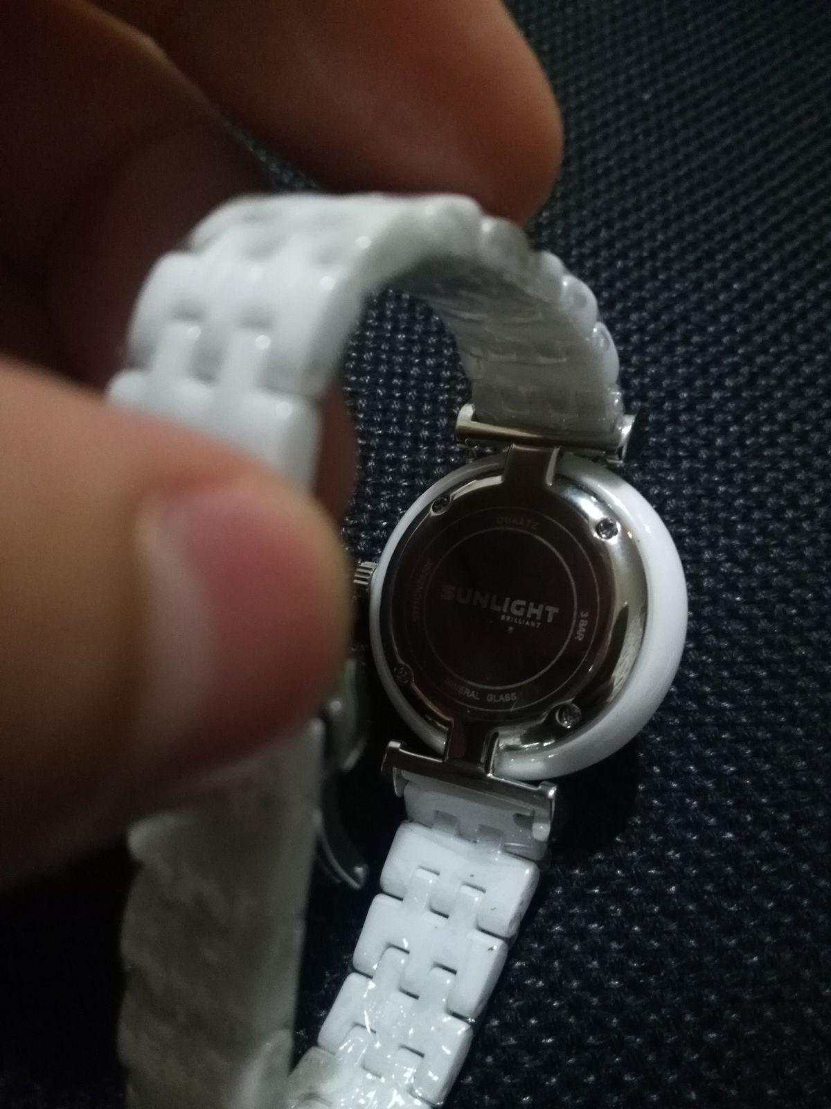 Керамические часы, с кварцевым механизмом и очень необычным циферблат