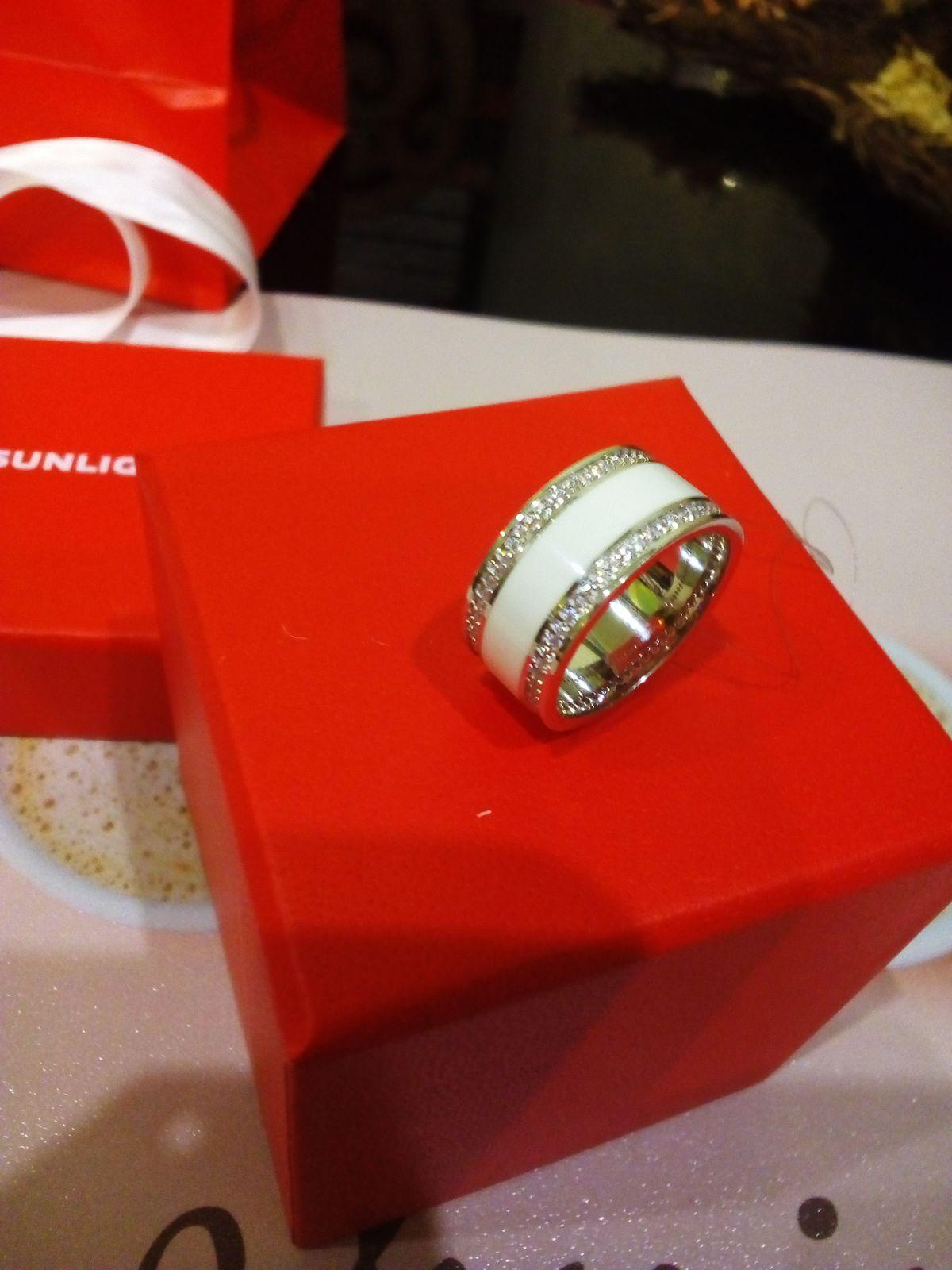 Суперское, серебряное, белое кольцо с фианитами.