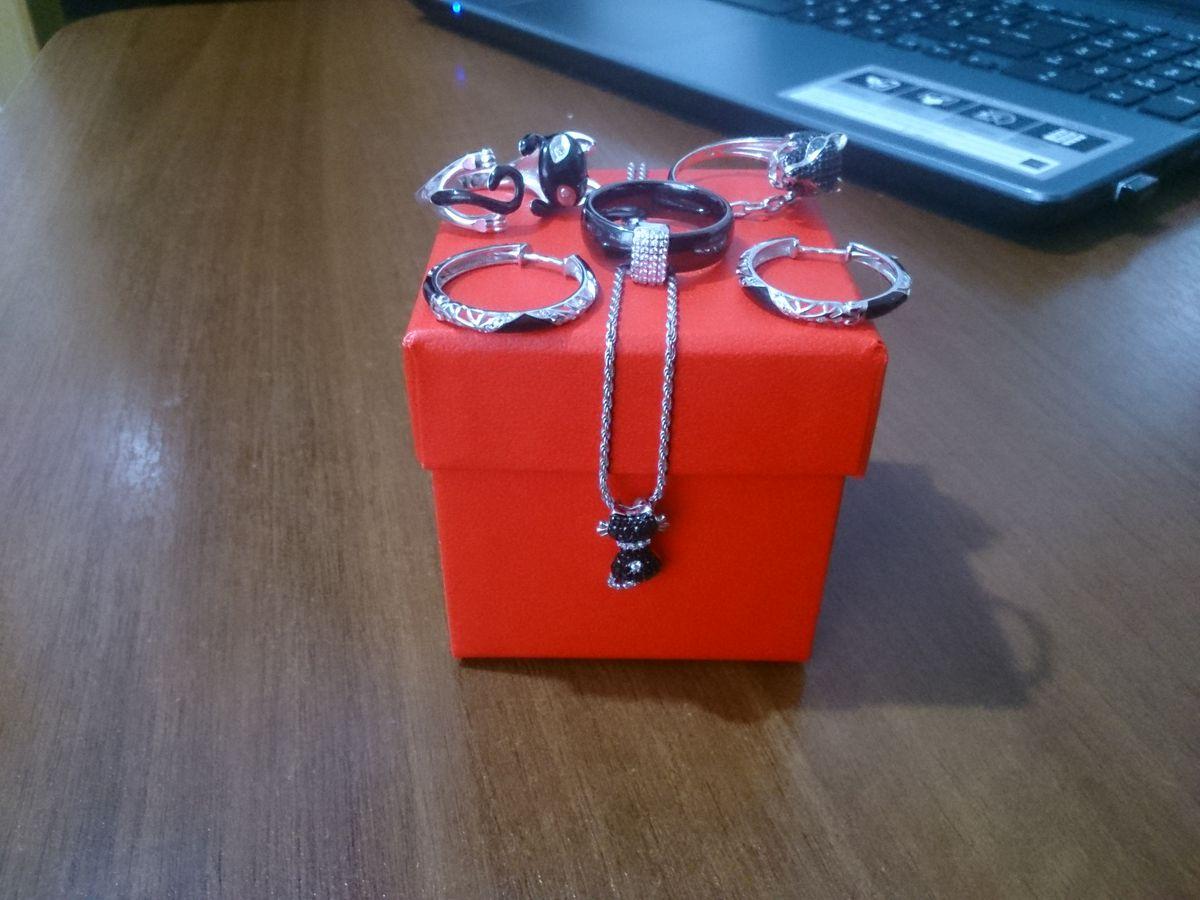 Серебряное кольцо с фианитами и керамикой