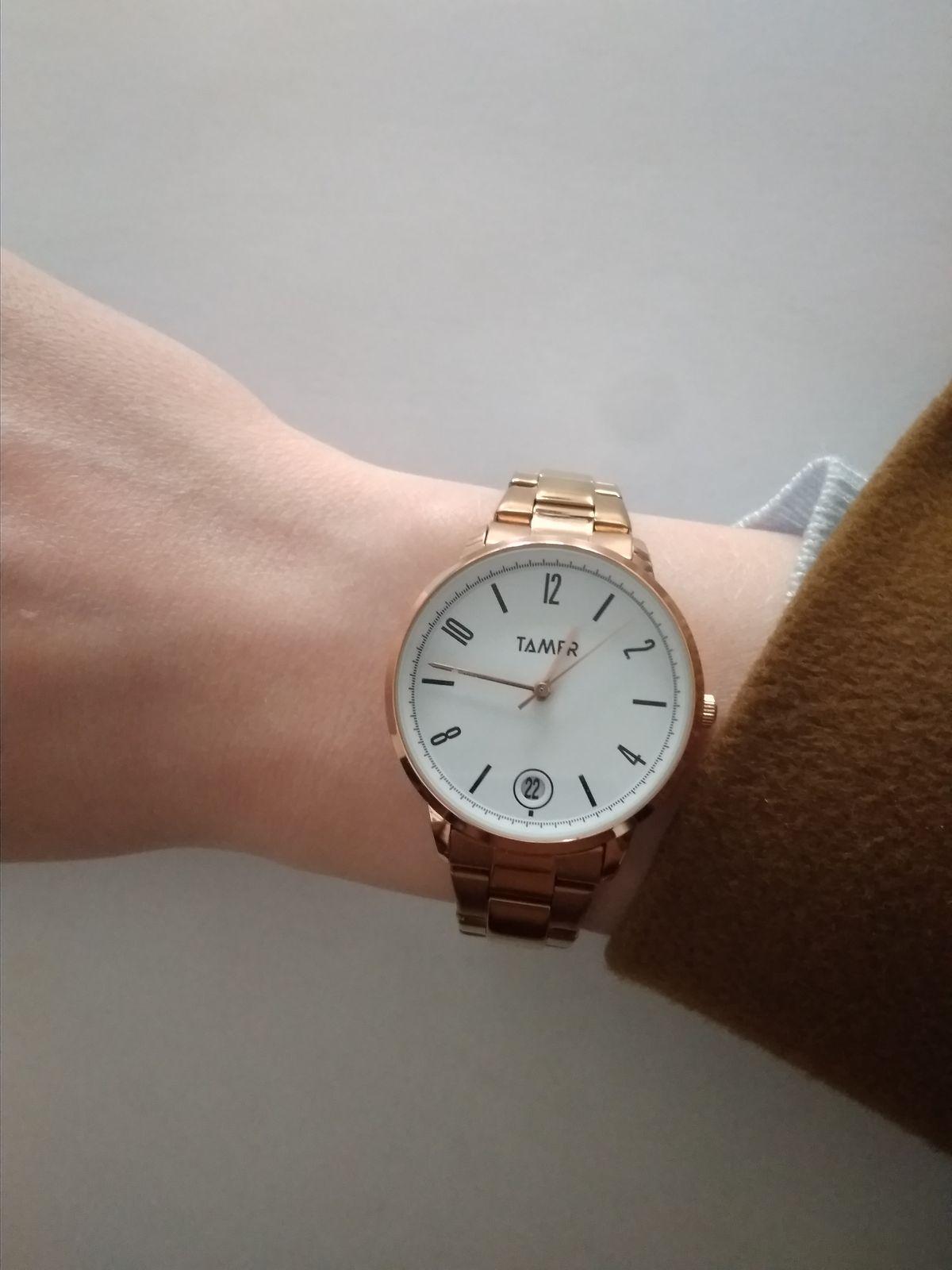 Часы золотистые