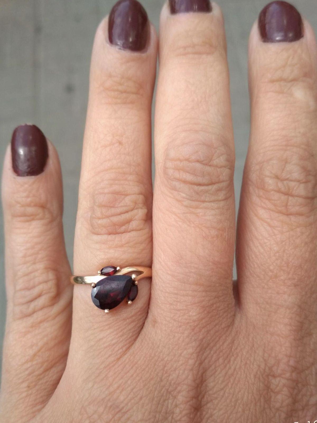 Очень красивый перстень с гранатом