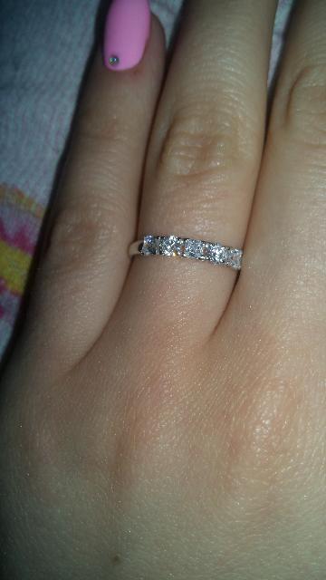 Аккуратное кольцо для юной девушки.