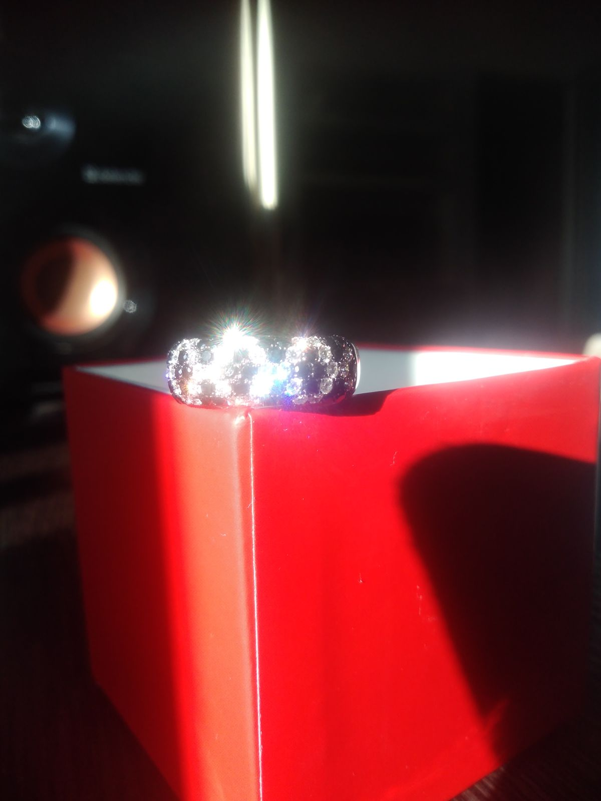 Кольцо с белыми и чёрными бриллиантами
