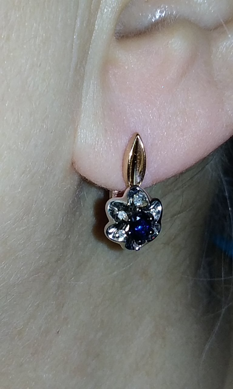 Золото, сапфиры, бриллианты.