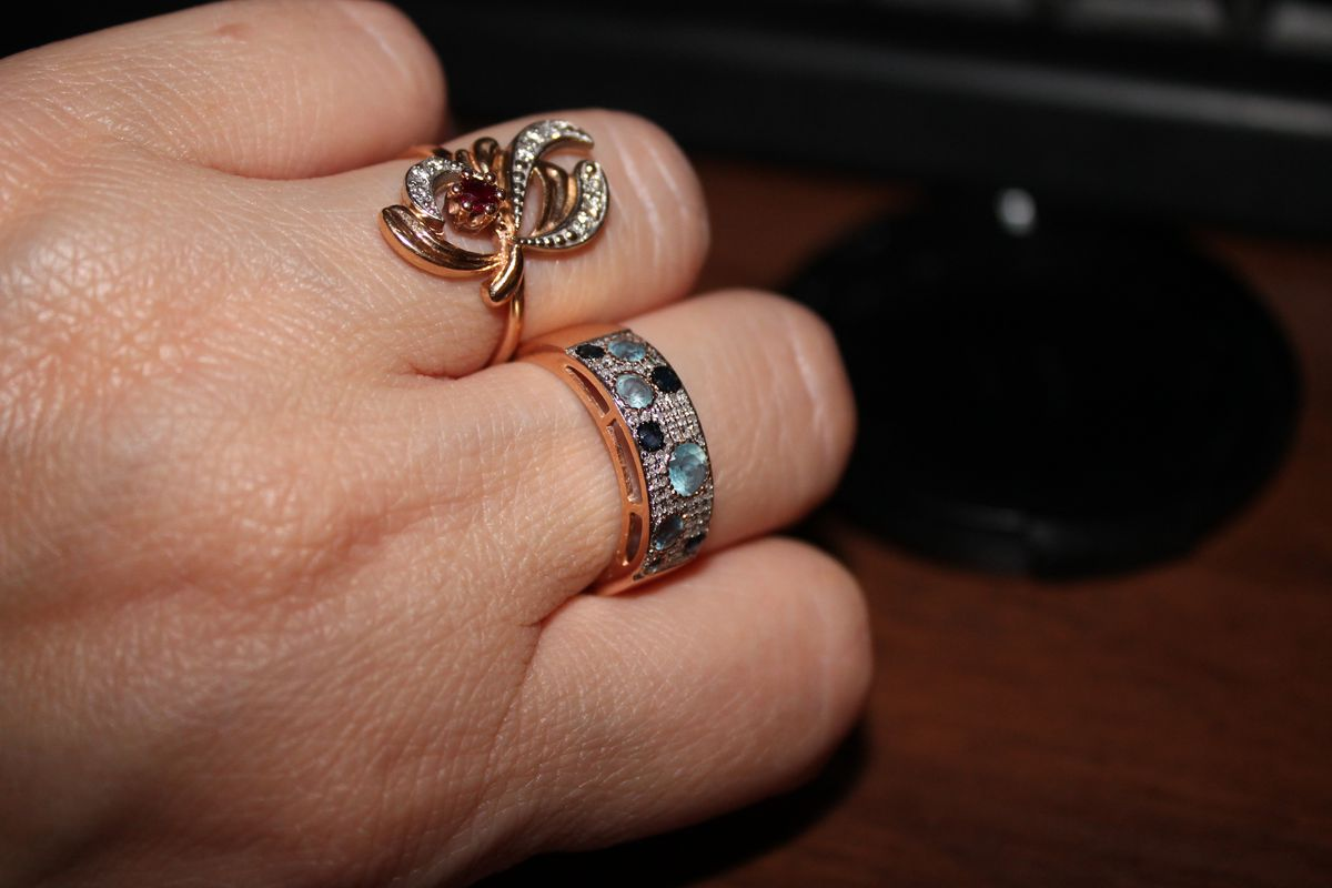 Кольцо с бриллиантами , топазами , сапфирами
