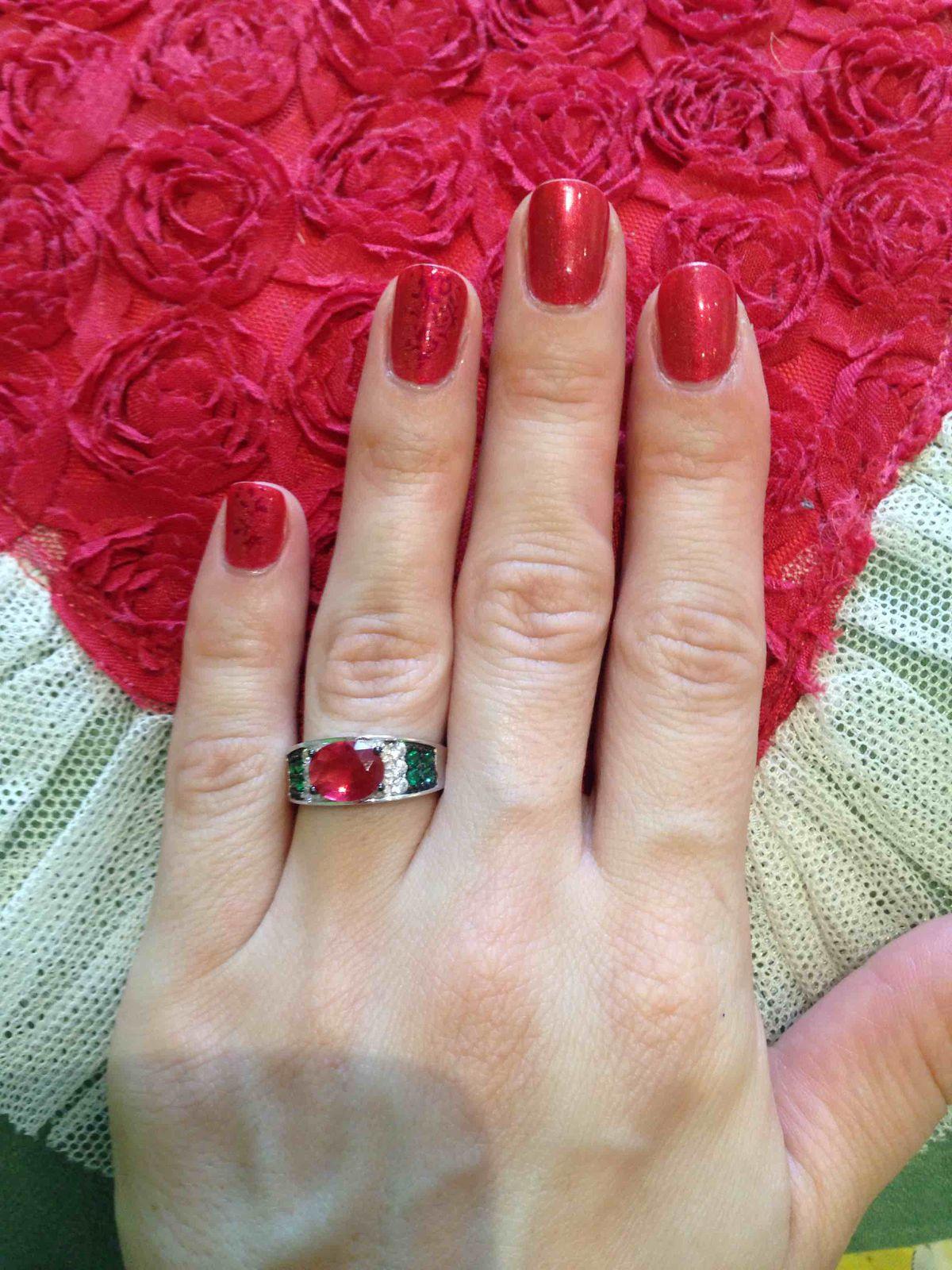Кольцо с камнем под рубин