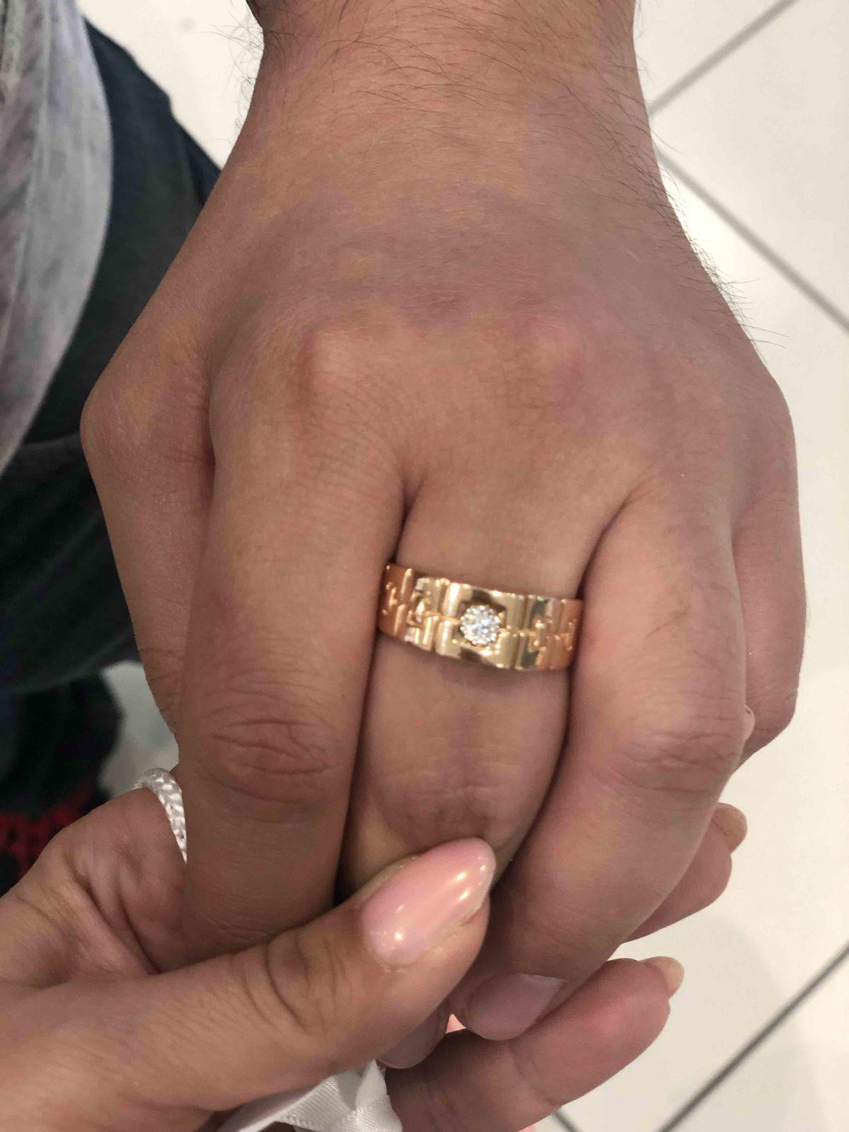 Стильное кольцо с брилиантом