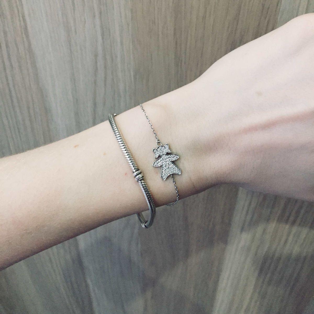 Неплохой браслет с девочкой