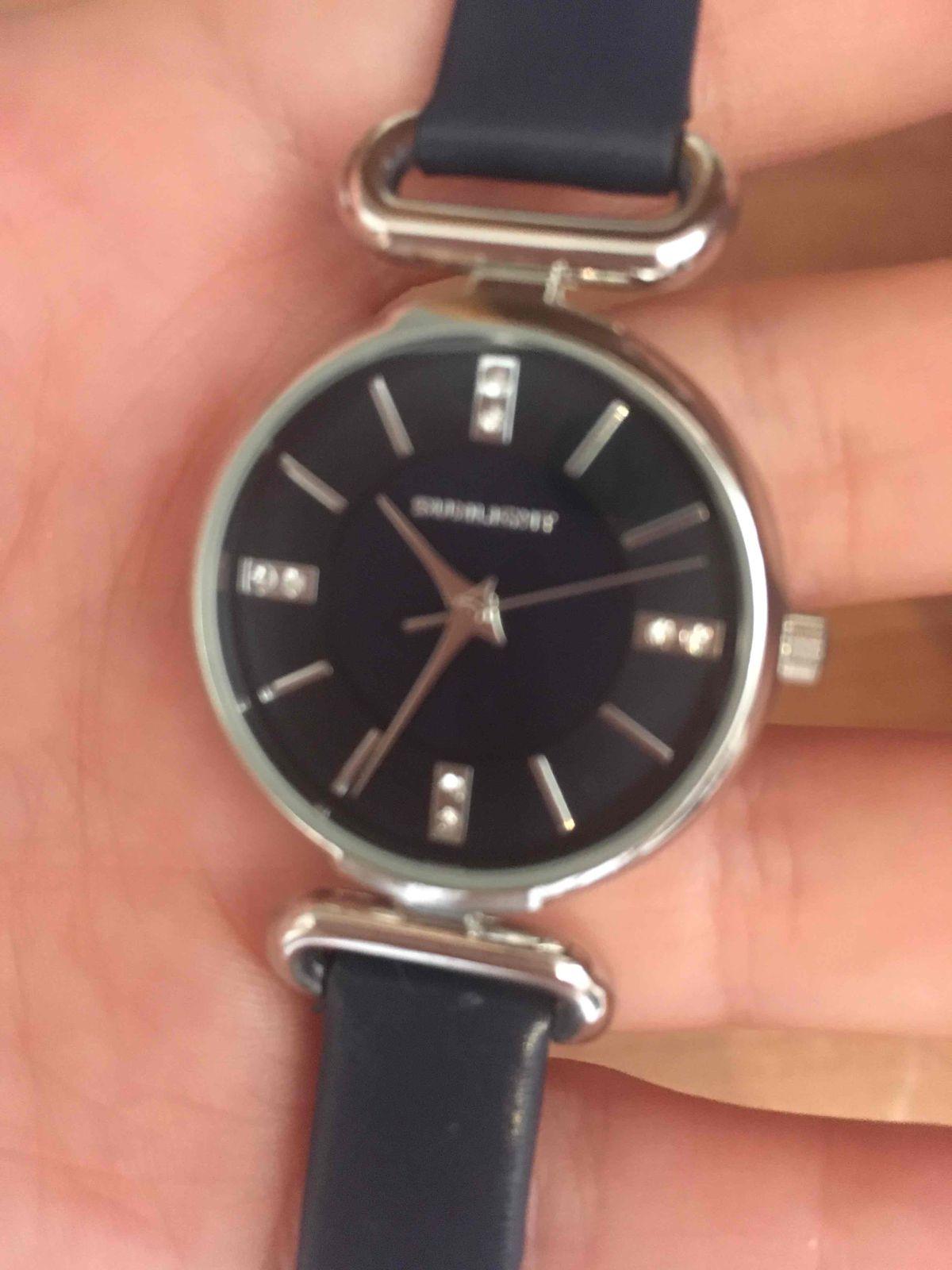 Часы синим ремешком