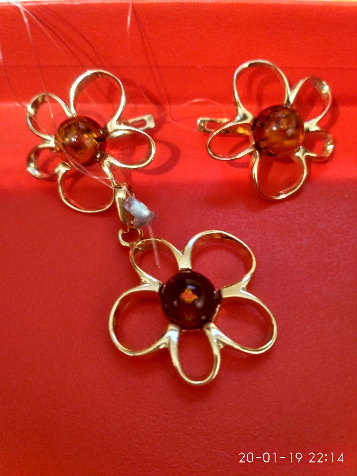 Серьги в виде цветка с янтарём