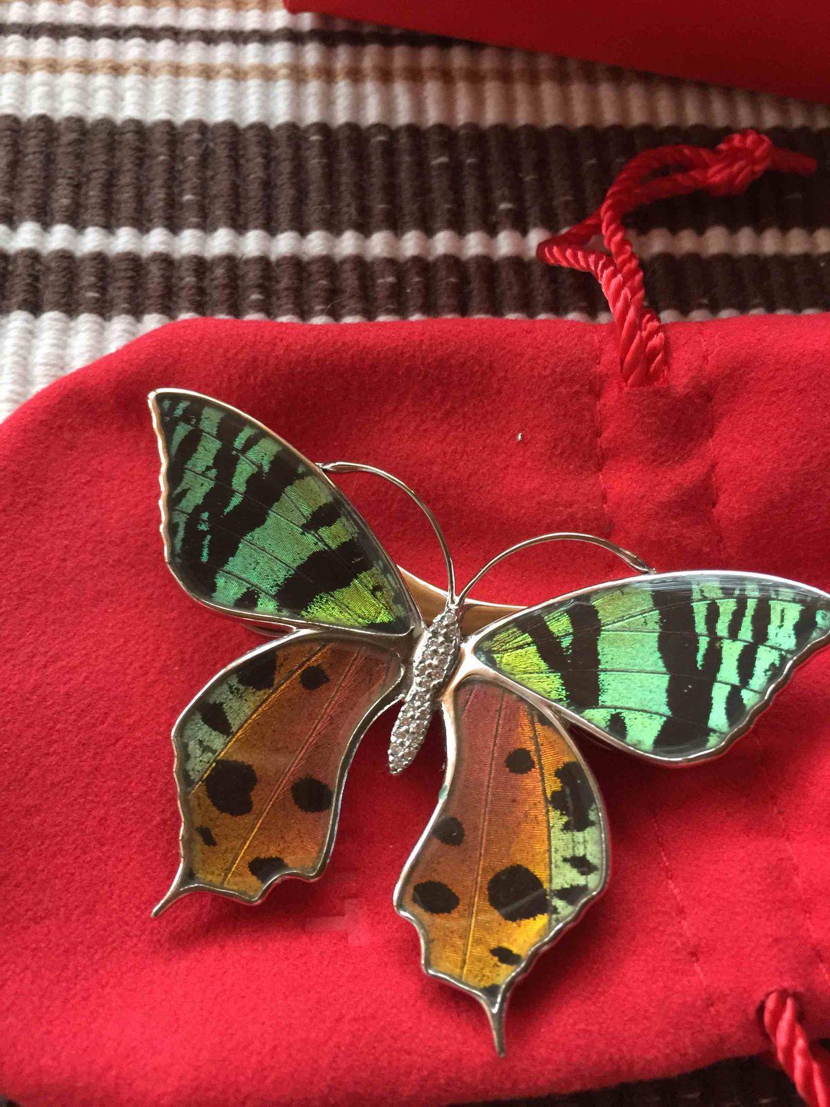 Это чудо!!! живая бабочка среди ваших украшений!!!