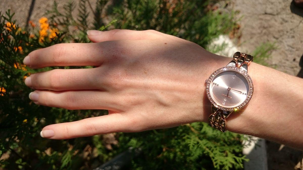 Часы в подарок маме))