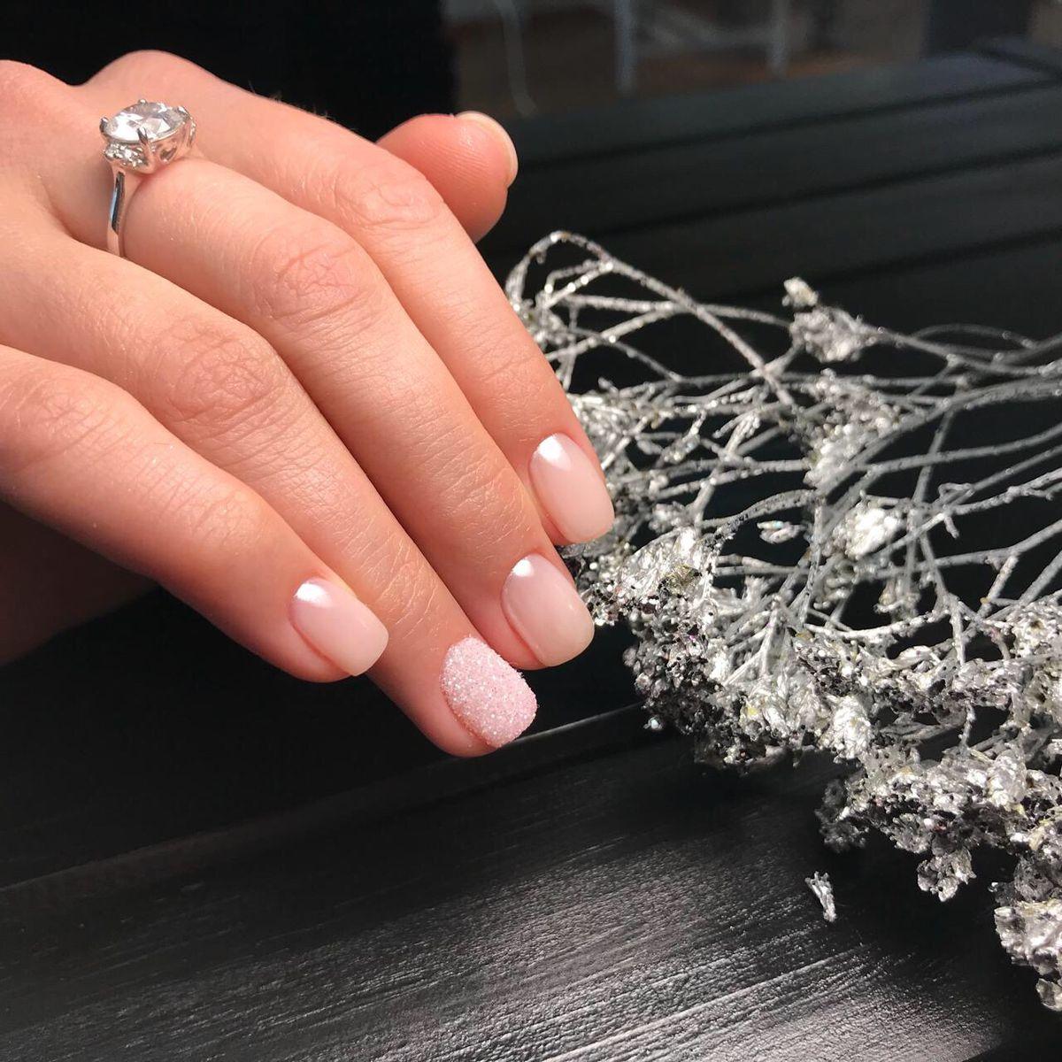 Изящное кольцо с фианитом