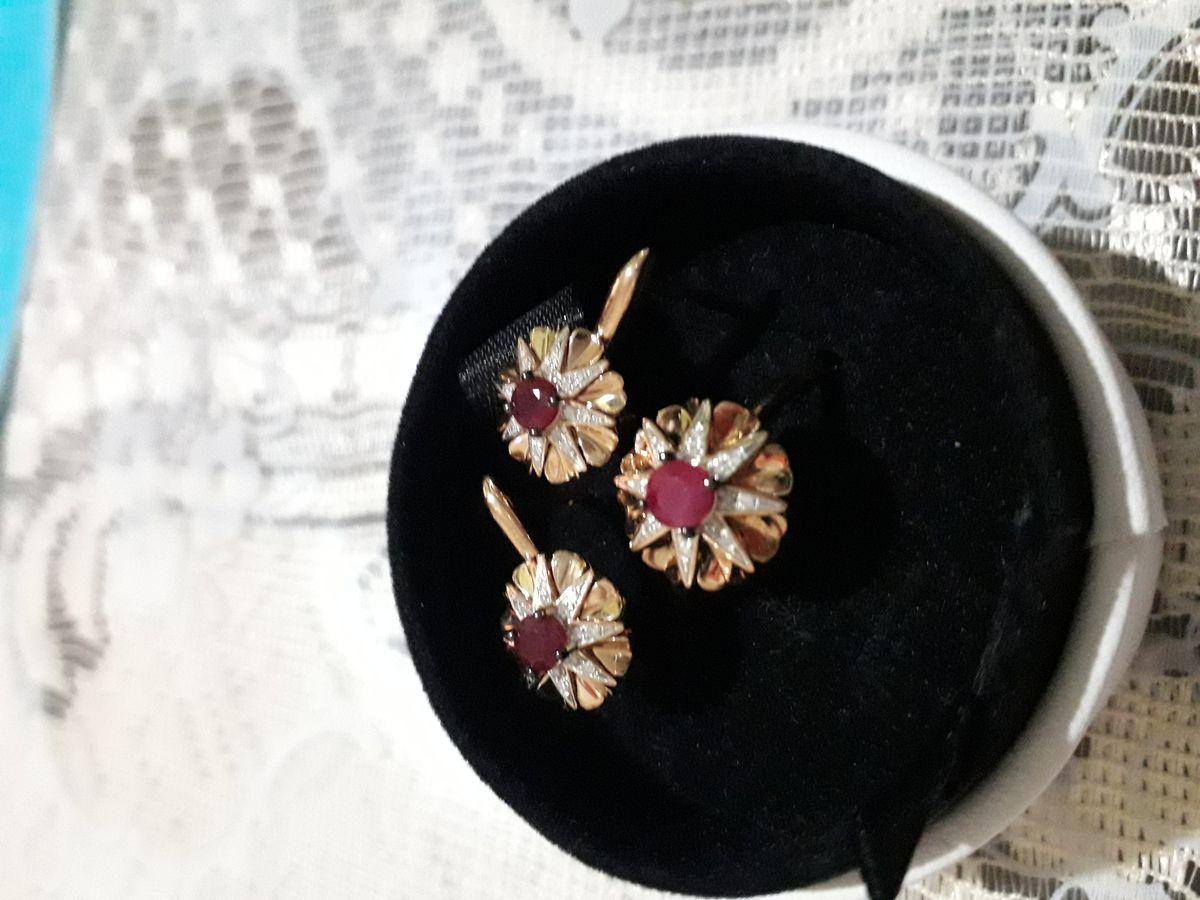 Золотые сережки с рубином