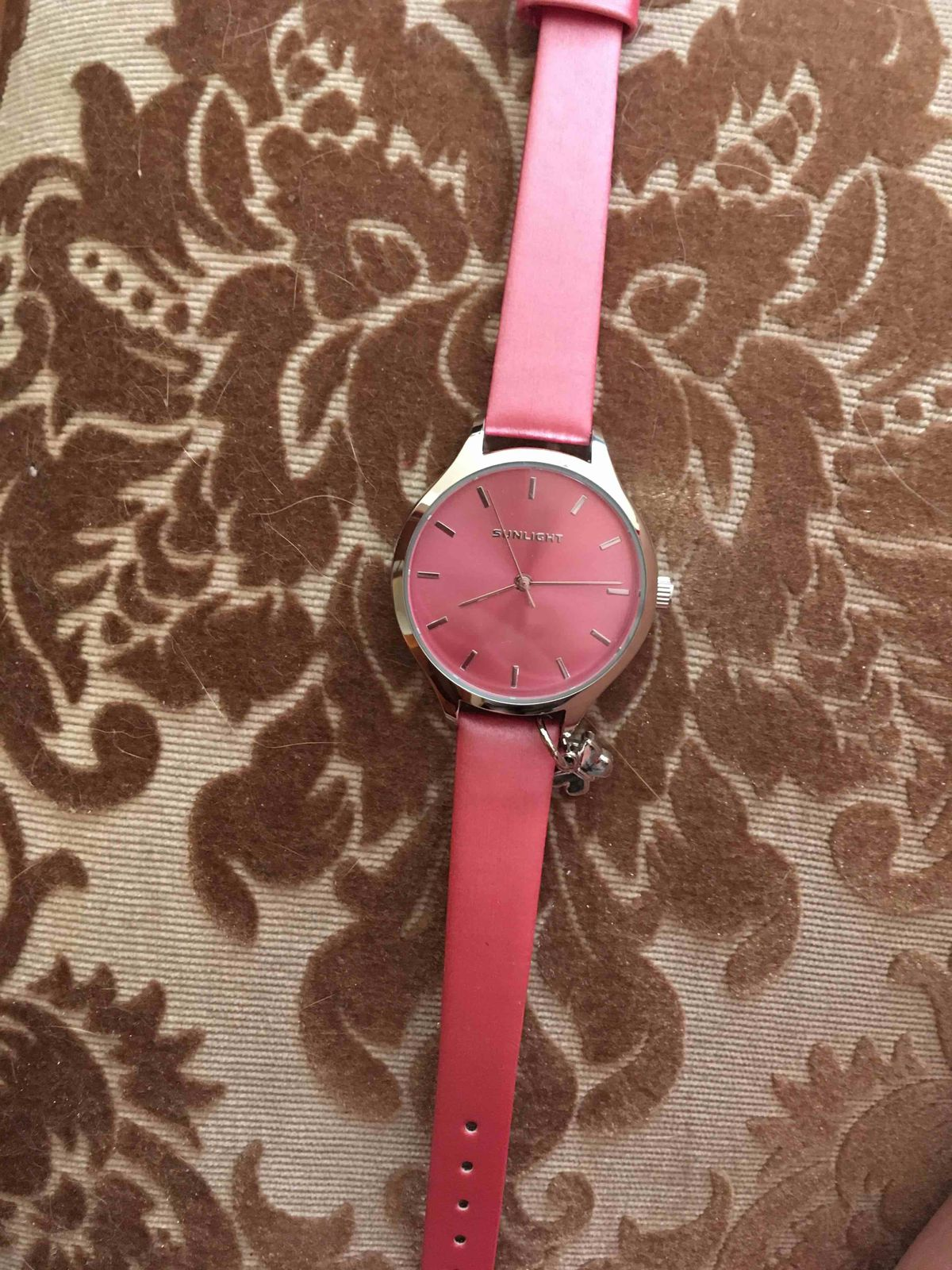 Отличные милые часы