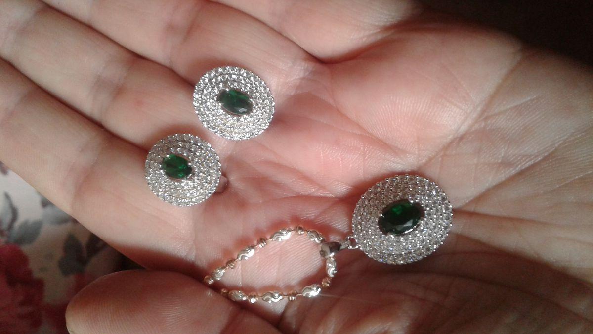 Серьги с зеленым фианитом