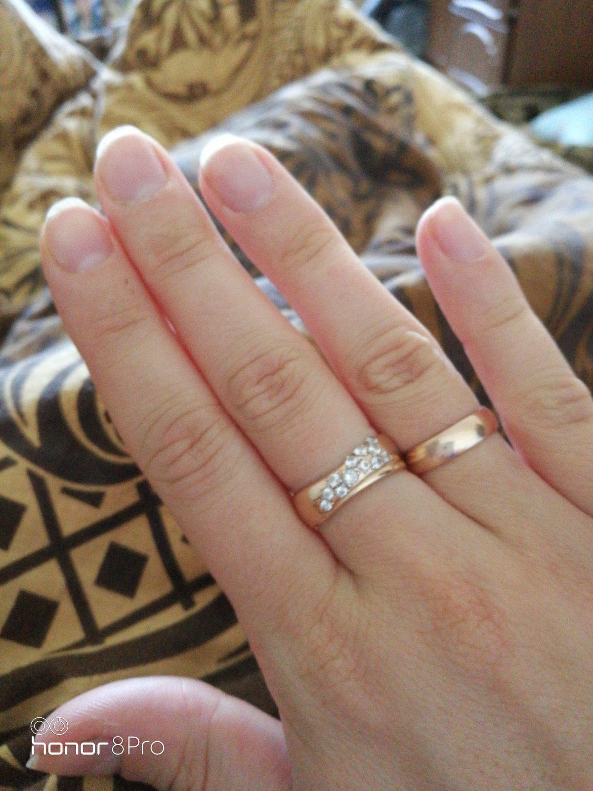 Это превосходное кольцо, оно безумно красивое и необыкновенное,подарок мужа
