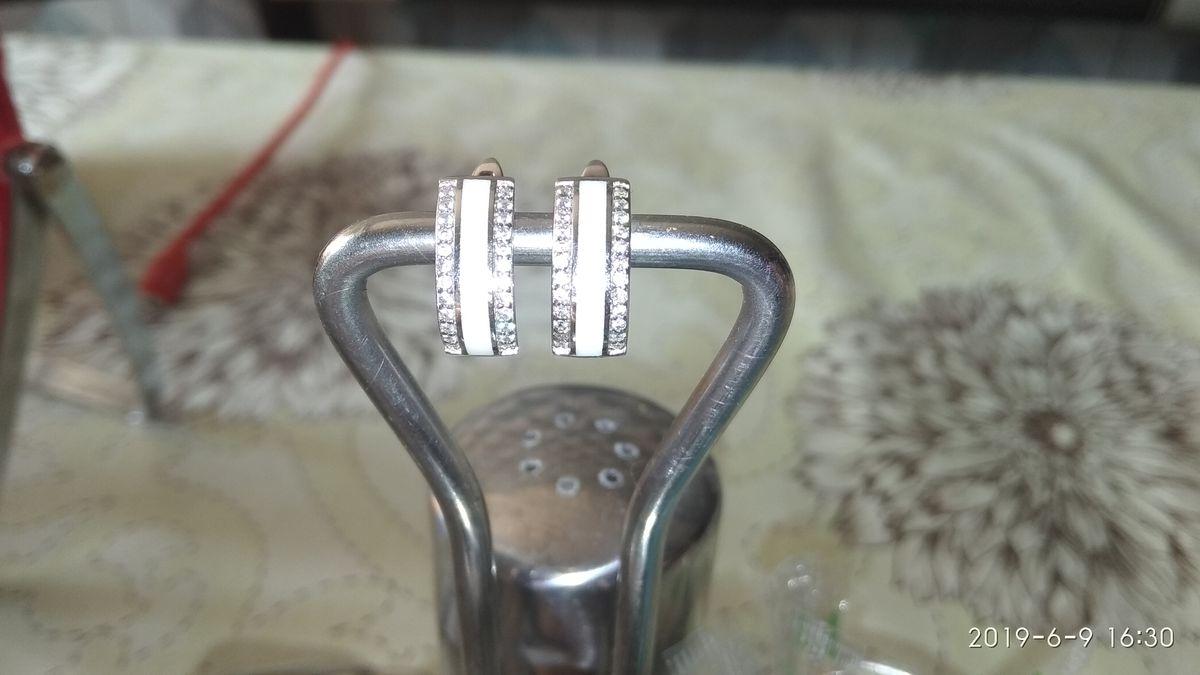 Серебряные серьги с эмалью и фианитами.