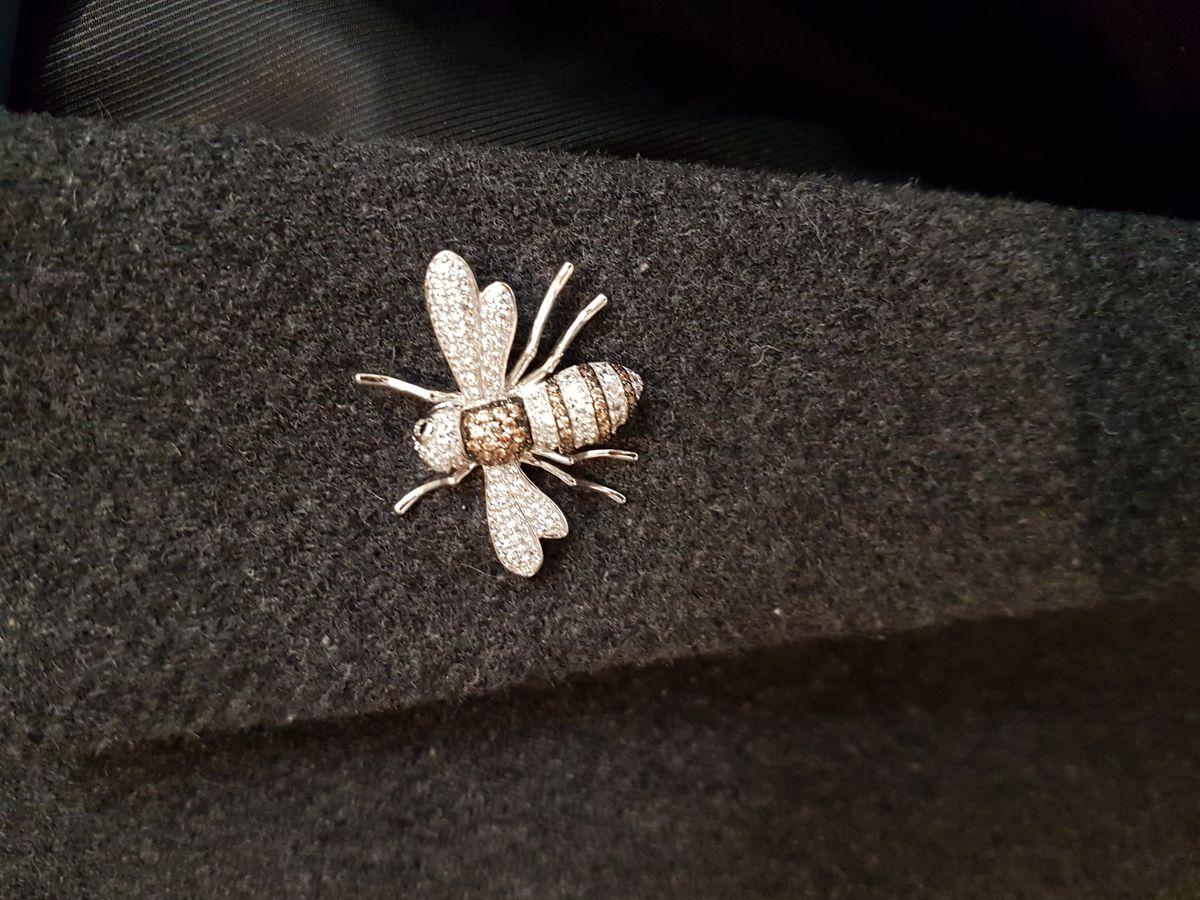 Пчела или муха🤔😊