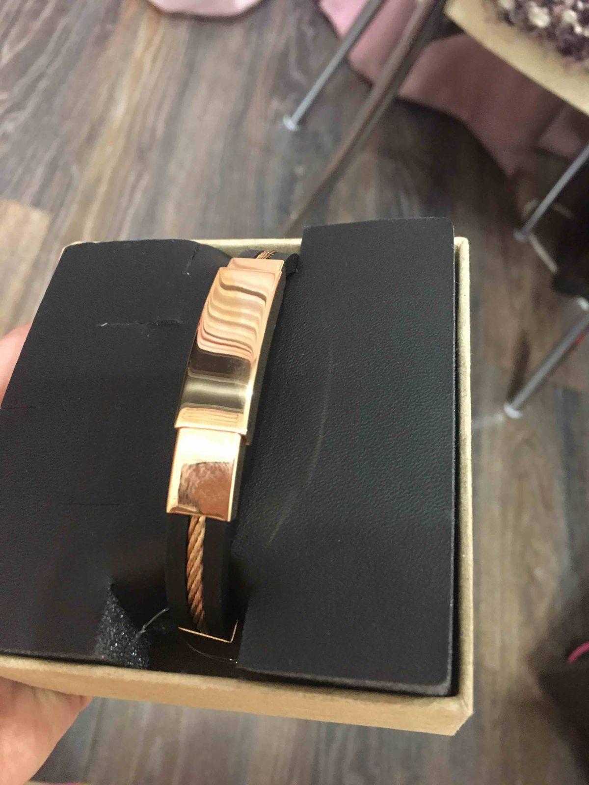 Стильный браслет. Выглядит очень дорого-богато. Отличный подарок мужчине)))