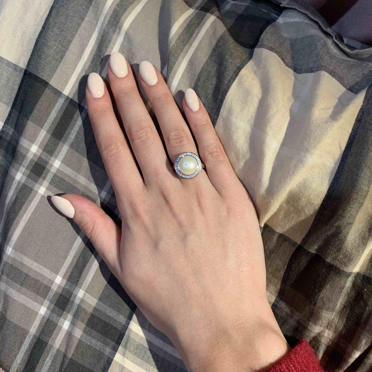 Элегантное кольцо с жемчугом
