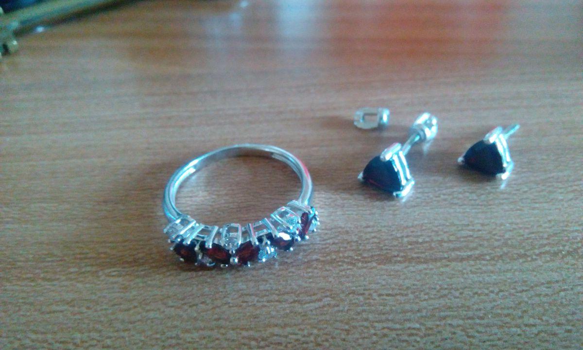 Кольцо,которое погорило мое сердце.Обожаю красный цвет!