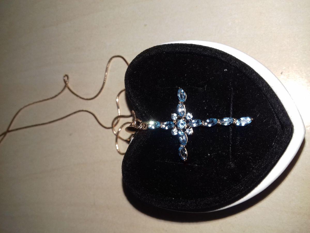 Золотой крестик подвеска с топазами.