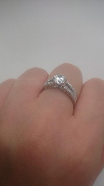 Это кольцо мне очень понравилось. Оно в жизни так же прекрасно, как и всети