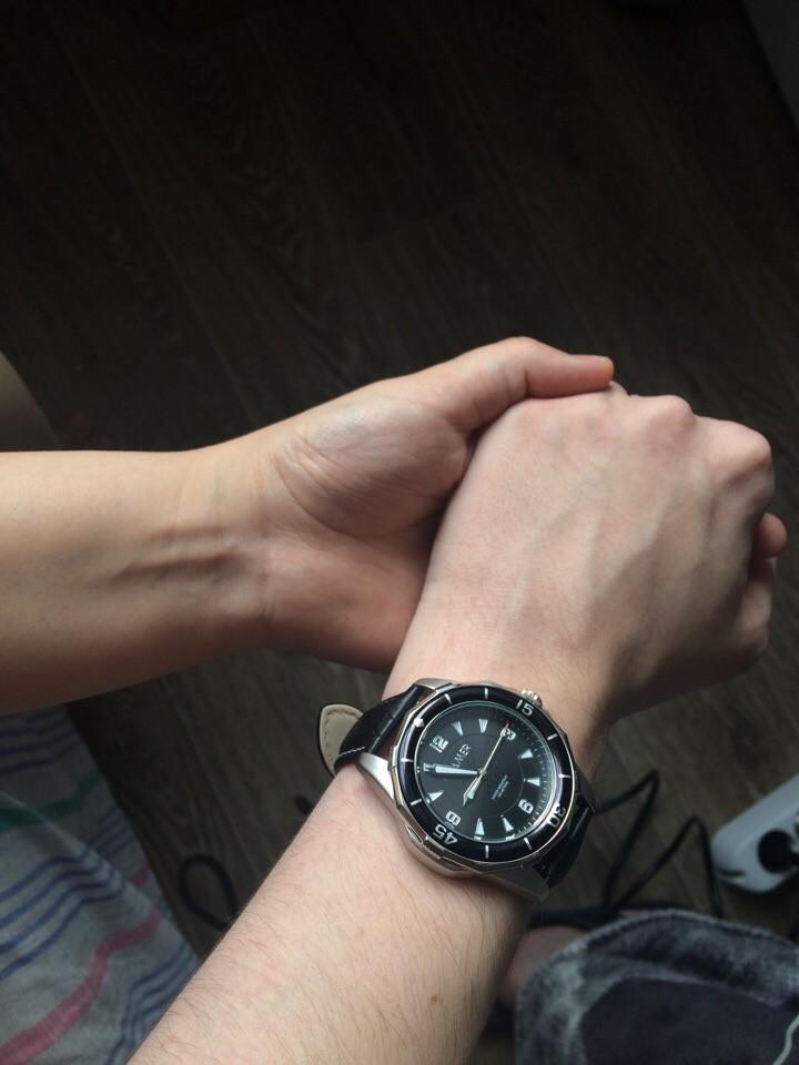 Стильные , универсальные часы