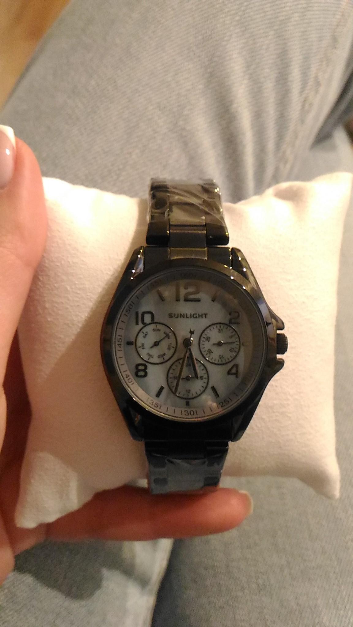 Крутые стильные часы,которые смотрятся очень дорого,учитывая доступную цену
