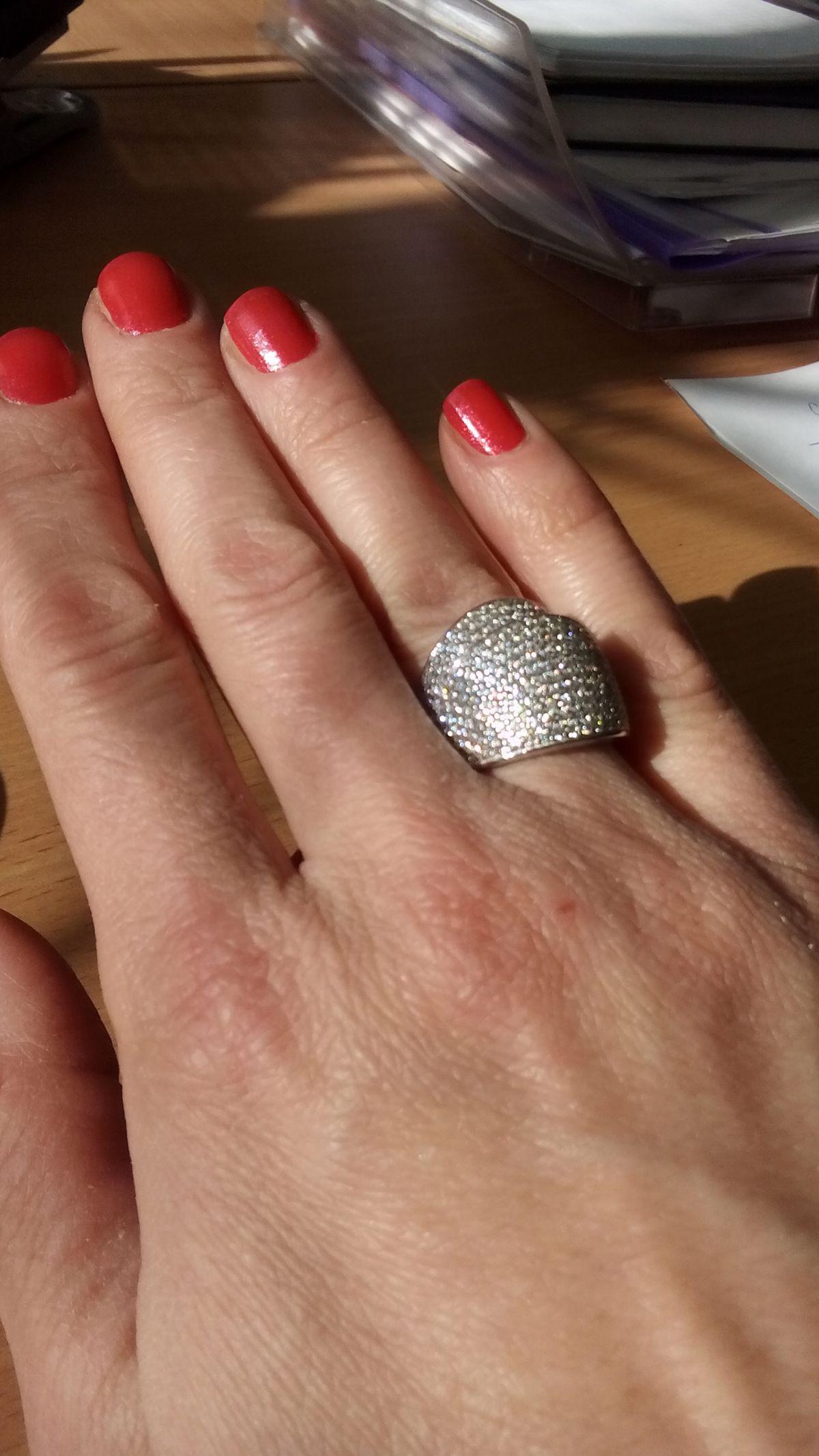 Купили красивое мощное кольцо хотя оно очень легкое и не чувствуется его