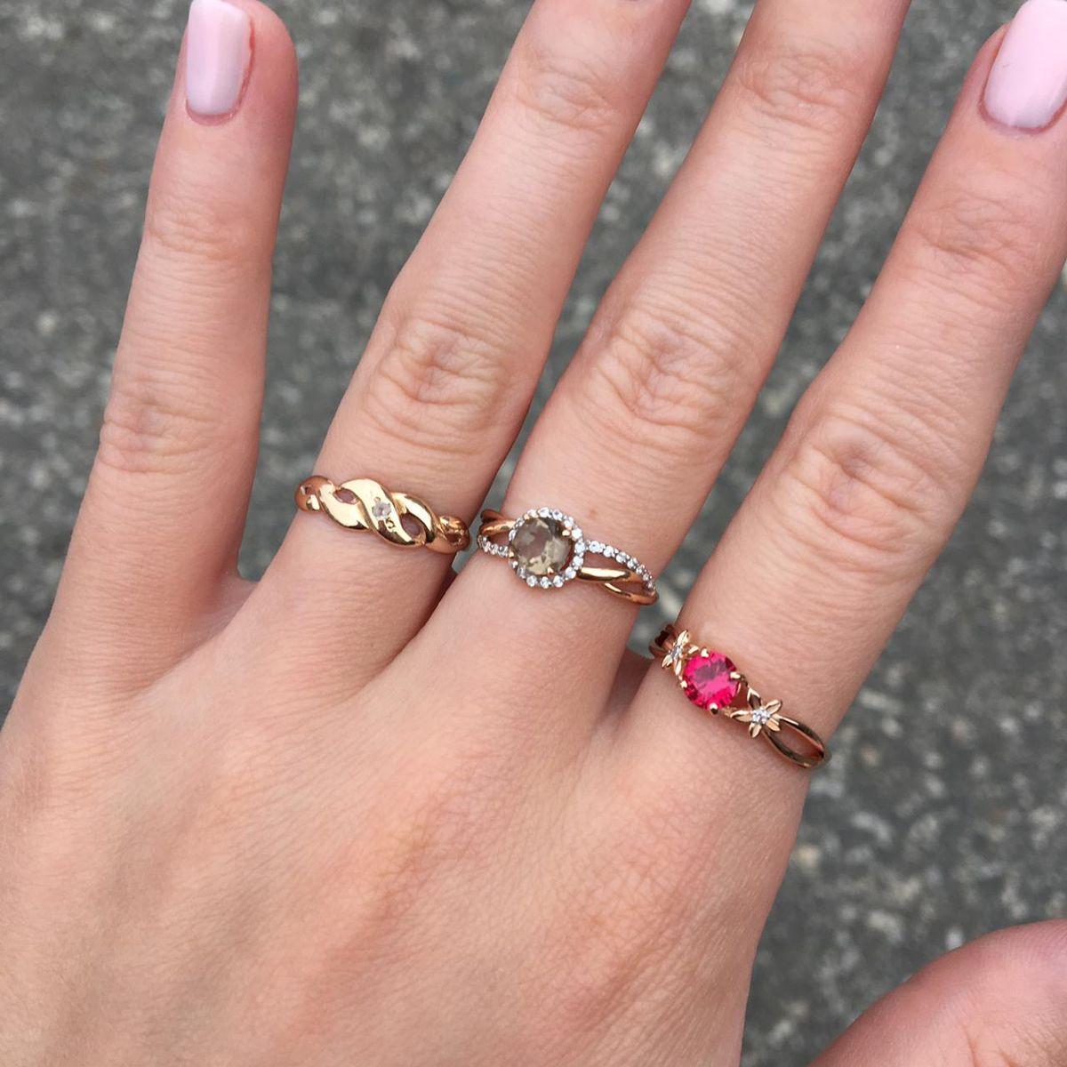 Изящное кольцо с рубином и бриллиантами