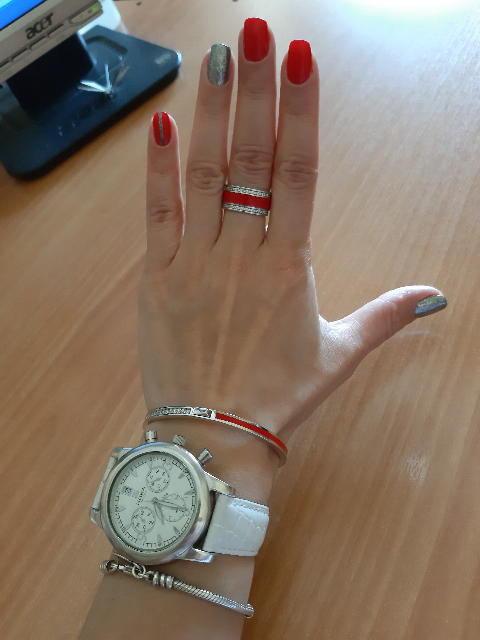 Серебряный браслет с фианитами и эмалью.