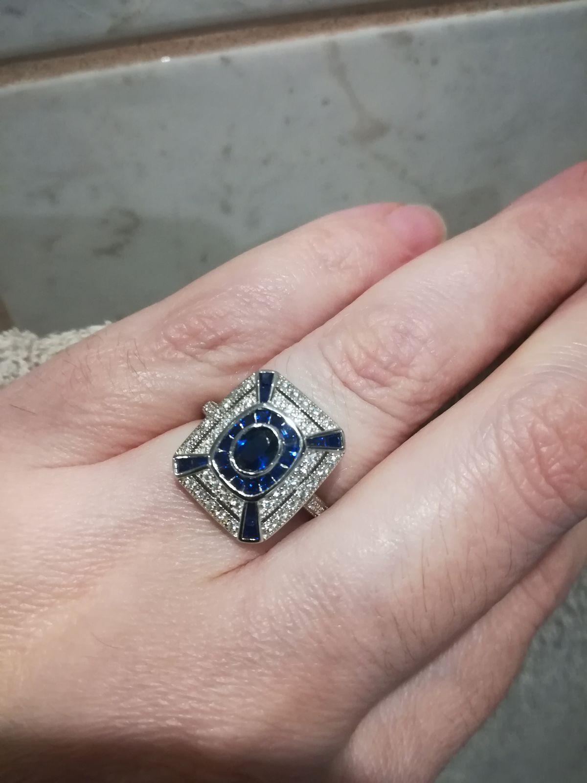 Кольцо необыкновенно красивое