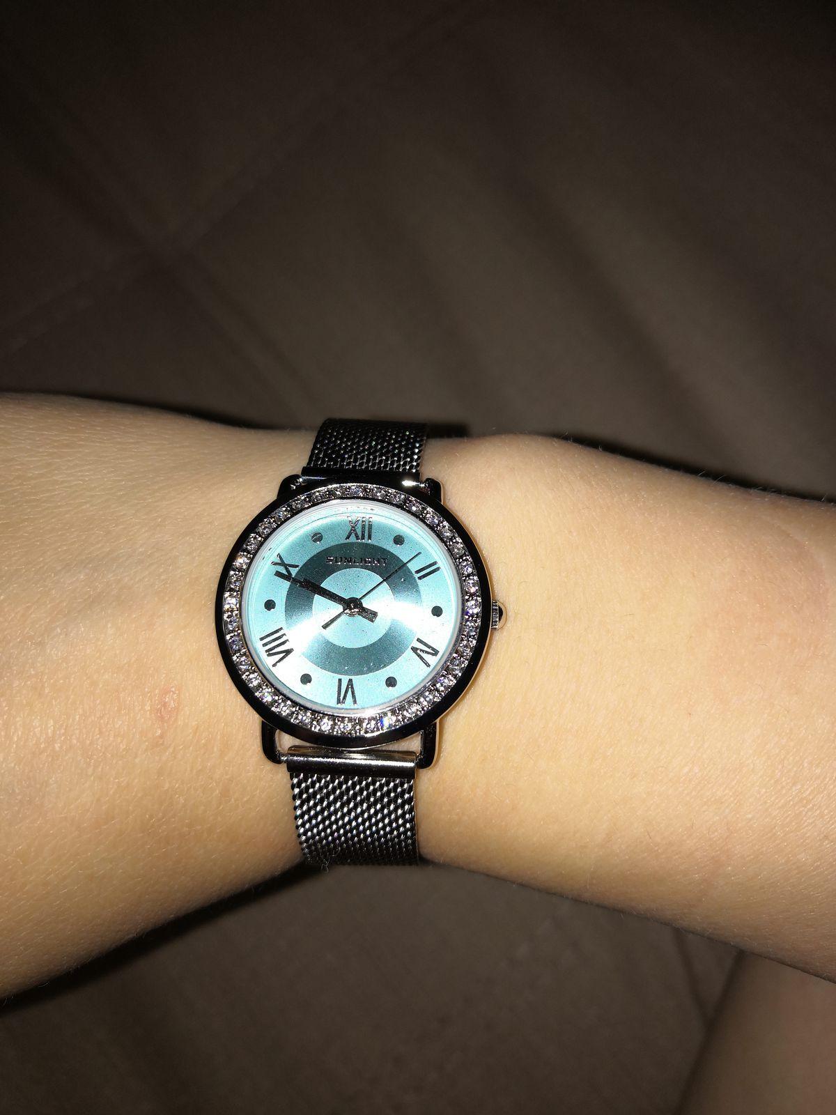 Сегодня я купила себе наручные часы, давно мечтала сделать себе подарок.