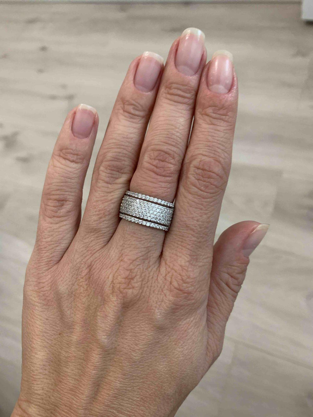 Кольцо серебро с фианитами.