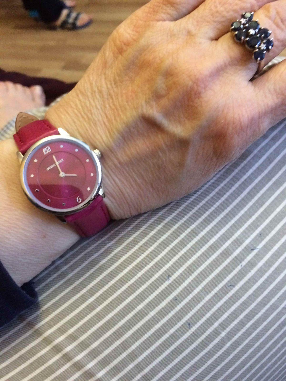 Шикарные ,стильные женские часы.